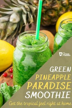 Drinking tropical drinks like this Green Pineapple Paradise smoothie is my little trick for surviving the long and dark winter. Green Smoothie Cleanse, Best Green Smoothie, Kiwi Smoothie, Smoothie Diet, Green Smoothies, Berry Smoothie Recipe, Fruit Smoothie Recipes, Easy Smoothies, Weight Loss Smoothies