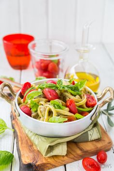 Taglietelle with eggplant cream, tomatoes and basil