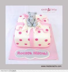 Misiu, tort z misiem, tort w kropki, różowy tort dla dz…