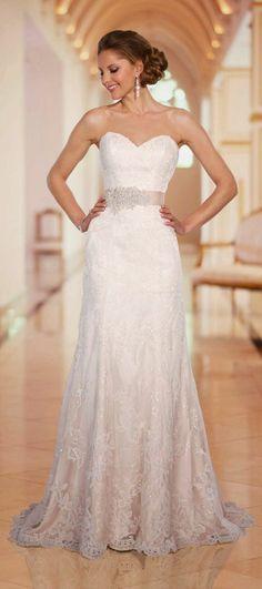 Modèles de robes de mariée en blanc Beau Mariage, Mode Femme, Coiffures,  Blanc 864ad25c6bfc