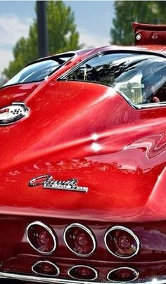 Still love a classic muscle car, used to have some fun riding around in Corvette: Love the Split Window! Chevrolet Corvette, 1965 Corvette, Pontiac Gto, 1963 Corvette Stingray, 1957 Chevrolet, Luxury Sports Cars, Sport Cars, Muscle Cars, Classic Corvette