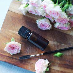 Homemade lash and brow serum - natural and inexpensive!