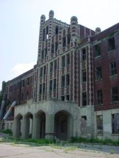 """Waverly Hills is the place where ghostly sightings are almost a daily occurence."" ~Zac - Ghost Adventures~ Many paranormal investigators claim that the most haunted hospital worldwide is the Waverly Hills Sanatorium. I so want to visit here! Abandoned Buildings, Abandoned Asylums, Abandoned Places, Abandoned Castles, Most Haunted Places, Spooky Places, Palaces, Waverly Hills Sanatorium, Haunted Hospital"