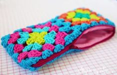 13 Awesome Granny Square Projects - Whistle and Ivy 13 Awesome Granny Square Pr. 13 Awesome Granny Square Projects – Whistle and Ivy 13 Awesome Granny Square Pr… 13 Awesome G Granny Squares, Granny Square Häkelanleitung, Granny Square Crochet Pattern, Crochet Granny, Crochet Patterns, Crochet Diy, Love Crochet, Crochet Flowers, Tutorial Crochet