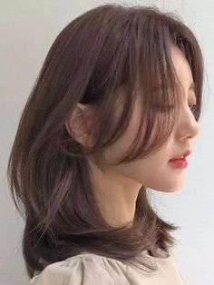 Korean Medium Hair, Layered Haircuts For Medium Hair, Korean Hair Color, Haircuts Straight Hair, Korean Short Hair, Medium Hair Cuts, Medium Hair Styles, Curly Hair Styles, Hair Korean Style