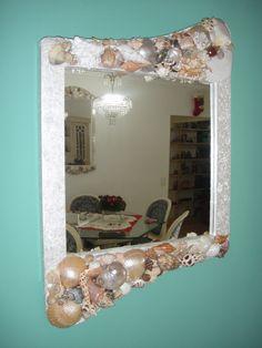 Espelhos com decoração de conchas do mar ,informações no Facebook de Espelhos Decorados