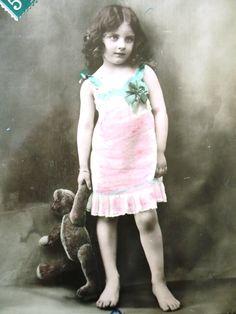 Antique teddy bear postcard - Little girl child, night gown art deco, teddy bear…