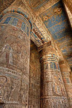 Restos de pinturas en un templo. El estado de conservación es espléndido debido a las secas condiciones atmosféricas del desierto. #Esmadeco.