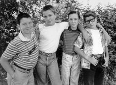 'Stand By Me' movie: Wil Wheaton,River Phoenix,Corey Feldman,Jerry O'Connell Kiefer Sutherland WHAT! I've seen this movies countless times and have never realized that Wil Wheaton was in it. My mind has just been blown. Corey Feldman, Es Stephen King, Beloved Film, Wil Wheaton, River Phoenix, Film Serie, Look At You, Great Movies, Awesome Movies