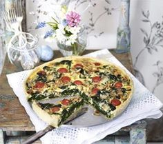 Spinach and cheese quiche with cherry tomato recipe DELICIOUS - Spinach and cheese quiche with cherry tomatoes Recipe – Chef recipes at LECKER. Quiche Recipes, Chef Recipes, Vegetarian Recipes, Cooking Recipes, I Love Food, Good Food, Yummy Food, Quiches, Cherry Tomato Recipes