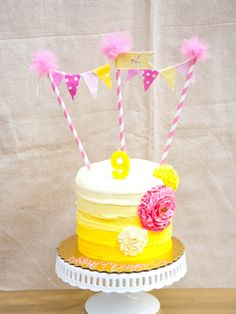 10 pretty birthday cakes with bunting from Pinterest - Slide 4.