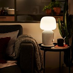 SYMFONISK white, Table lamp with WiFi speaker. Speaker and lamp in one, so that your technology blends into your home. Also helps you save space, for example on a bedside table or side table, while providing a rich sound that fills the entire room. Sonos App, Sonos Speakers, Rear Speakers, Apple Inc, Ikea Malm, Wi Fi, Ikea Portugal, Catalogue Ikea, Home Theatre