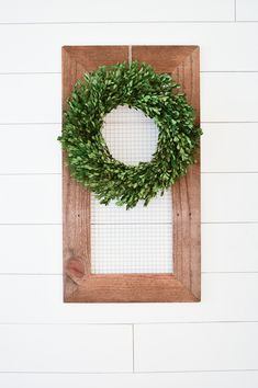 Reclaimed Wood and Chicken Wire Display Frame | LittleRedBrickHouse.com
