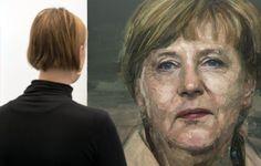 Una mujer contempla el retrato de la canciller alemana, Angela Merkel, realizado por el artista irlandés Colin Davidson, en Londres.