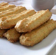 מתכון קל, פשוט וטעים לעוגיות מכונה מרוקאיות שניתן להכין בכל בית ללא מכונה כלל. עוגיות נהדרות לאירוח וגם כנשנוש המושלם ליד כוס קפה או תה. קלות ומהירות הכנה.