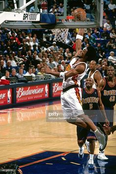 Chris Porter #4 of the Golden State Warriors dunks the ball against the Denver Nuggets circa 2001 at the Oracle Arena in Oakland, California.