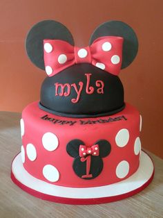 Minnie 1St Birthday cake and cupcakes for a minnie mouse themed 1st birthday
