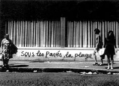 sous les pavés, la plage. >> under the paving stones, the beach. (under the paving stones lies liberty.) from may 1968.
