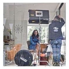 Detrás de cámaras #sedicedemi @caracoltv en mi casita de cristal #casaviva247 lanzando @paolaturbay247 hace 3 semanas. 🙏🏼 Instagram Posts, Crystals, Little Cottages