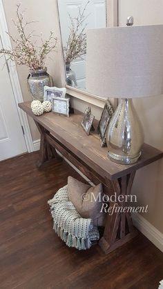 Superbe table d'entrée ferme rustique fait à la main. Juste la pièce de droite accent à ajouter à votre maison. Le tableau est fait à la main,
