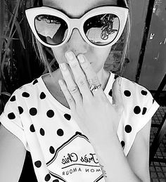 Tanto color tanto color....me había olvidado lo lindo que son las fotos en blanco y negro  Se ve mi anillo corazón??Gracias @bartolomejoyas lo amo y no me lo saco más   Me despido hasta mañana  (si están aburridos en #Snapchat  hojeamos con Rocco  la última Paparazzi si porque el y yo somos así de cultos ). by nati_zubeldia