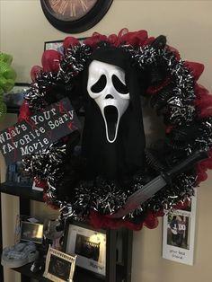 Scary Halloween Wreath, Scream Halloween, Theme Halloween, Halloween Home Decor, Outdoor Halloween, Diy Halloween Decorations, Halloween House, Holidays Halloween, Halloween Crafts
