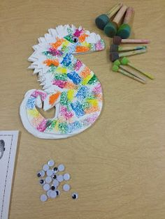Use legos to paint scales in seahorse. For Eric Carle's classic Mr.of course Seahorse Crafts, Seahorse Art, Sea Crafts, Seahorses, Beach Theme Preschool, Preschool Crafts, April Preschool, Preschool Themes, Projects For Kids