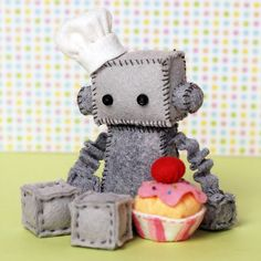 Felt Robot Plush Baker with a Cupcake by GinnyPenny on Etsy whoever is making these needs to stop i buy them all Felt Cupcakes, Homemade Dolls, Felt Sheets, Felt Decorations, Felt Patterns, Felt Toys, Stuffed Animal Patterns, Plush Dolls, Softies