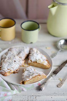 A receita de hoje é bem simples e deliciosa. Perfeita para reaproveitar croissants de massa folhada do dia anterior. Preparam-se num inst...