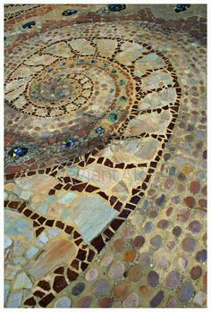 and Spins and Textures and Movement for the Mind - keeps it interesting for the backyard deck!Shapes and Spins and Textures and Movement for the Mind - keeps it interesting for the backyard deck! Mosaic Walkway, Mosaic Vase, Pebble Mosaic, Stone Mosaic, Mosaic Tiles, Mosaic Floors, Rock Walkway, Tiling, Design Jardin
