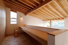 吹抜けに面した書斎 Japanese Modern, Japanese Interior, Japanese House, Loft Interior Design, Interior Architecture, Loft Spaces, Living Spaces, Infinity Homes, Mezzanine Bedroom