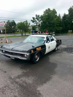 Note the front plate. 55 mph was the law of the land for many … Dodge patrol car. Note the front plate. 55 mph was the law… Old Police Cars, Police Truck, Ford Police, Police Patrol, State Police, Fbi Car, Police Lights, Radios, Old American Cars