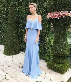A blogueira Nati Vozza, com vestido bem fluído da sua coleção pra Candy Brown