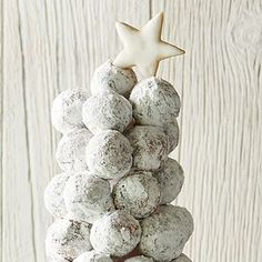 Donut Tree Christmas Donuts, Christmas Tree Cupcakes, Christmas Sweets, White Christmas, Christmas Ideas, Christmas Decor, Merry Christmas, Holiday Treats, Holiday Recipes