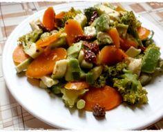 Avokádový šalát s dusenou brokolicou a mrkvou