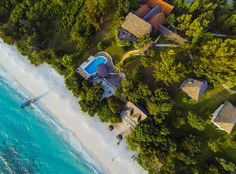 Spacious seafront villas with a spectacular ocean view | superior garden rooms with unspoilt nature | Underwater Room floating on the ocean - it's up to you!