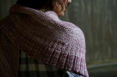 ideas crochet poncho free pattern simple garter stitch for 2019 Shawl Patterns, Knitting Patterns Free, Free Knitting, Free Pattern, Crochet Poncho, Knit Or Crochet, Knitted Shawls, Knit Scarves, Knitting Books