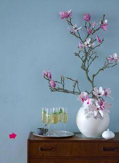floral arrangement and champagne julia hoersch