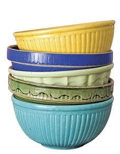 Colorful Bowls: Although Teri and Serena used inexpensive vintage bowls, other affordable varieties and styles can be found at flea markets. Keep your choices colorful. Antique Pottery, Mccoy Pottery, Pottery Bowls, Ceramic Pottery, Antique Crocks, Roseville Pottery, Vintage Bowls, Vintage Dishes, Vintage Kitchen