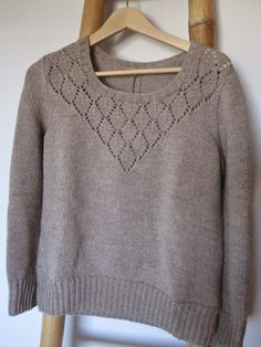 Aujourd'hui je voulais vous présenter un pull tricoter en février dernier (oups). J'aime énormément ce que fait Clm&co  et j'avais repéré sa...