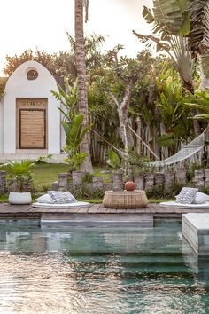 Really proud of this Bali Based company that decided to take action against the plastic pollution. known for their concrete pots have created a new range called Eco-Crete composed of recycled materials. And to add to the good news is mu Balinese Garden, Balinese Villa, Bali Garden, Tropical Garden, Dream Garden, Architecture Design, Landscape Architecture, Alfresco Area, Modern Home Interior Design