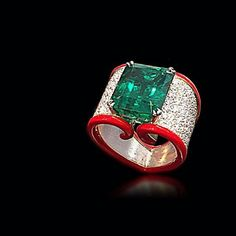@scavia_official. A rarity: a Brazilian no-oil emerald of 13,27 carats from Belmont mine is caught in a gesture...of gold and diamonds #scavia