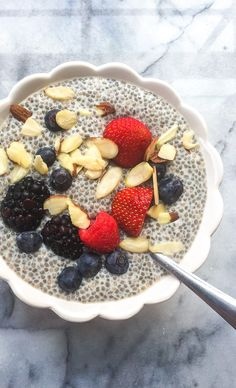 The Easy Way to Eat Clean – A 21 Day Healthy Eating Meal Plan for Weight Loss Basic Chia Pudding Recipe - This simple chia seed pudding makes a wonderful clean eating breakfast, and it's just so easy to whip up! Easy Healthy Meal Plans, Healthy Eating Meal Plan, Clean Eating Recipes For Weight Loss, Clean Eating Desserts, Clean Eating Diet, Healthy Snacks, Eating Habits, Healthy Dinners, Healthy Recipes