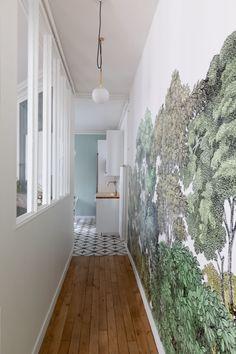 Un haussmannien de 130 m2 transformé en appartement familial - Côté Maison Transformers, Loft, Corridor, Interiores Design, Alcove, Shag Rug, Bathtub, Studio, Lofts