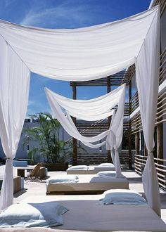 30 inspirations pour vivre dehors avec style - Outdoor Shade - Ideas of Outdoor Shade - We could do this with fishing wire & white cloth (maybe even white sheets)Deseo Hotel Mexico Outdoor Rooms, Outdoor Gardens, Outdoor Living, Outdoor Decor, Outdoor Beds, Interior And Exterior, Interior Design, Kitchen Interior, Hotel Kitchen