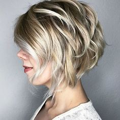 Blonde Layered Bob with Silver Highlights en schoonheid, 60 Best Short Bob Haircuts and Hairstyles for Women Short Layered Bob Haircuts, Short Shag Hairstyles, Short Hair Cuts, Bouffant Hairstyles, Hairstyles Haircuts, Wedding Hairstyles, Ladies Hairstyles, Short Bobs, Layered Hairstyles