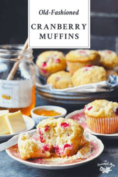A simple old-fashioned recipe for Cranberry Muffins. Perfect for Thanksgiving, Christmas or your next weeknight dinner! Fresh Cranberry Recipes | Thanksgiving Sides | Christmas Recipes Healthy Breakfast Dishes, Delicious Breakfast Recipes, Brunch Recipes, Delicious Desserts, Dessert Recipes, Healthy Recipes, Fresh Cranberry Recipes, Homemade Muffins, Walnut Recipes