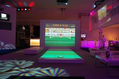 #Interactive soccer game involving #digitalsignage #doohdas