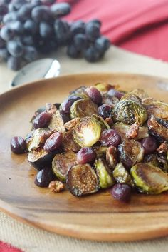 Balsamic Roasted Brussel Sprouts with Grapes & Figs - Gluten Free Thanksgiving Side Dishes - Abbey's Kitchen Pasta Side Dishes, Vegan Side Dishes, Vegetable Side Dishes, Vegetable Recipes, Main Dishes, Gluten Free Thanksgiving, Thanksgiving Side Dishes, Thanksgiving Recipes, Italian Thanksgiving