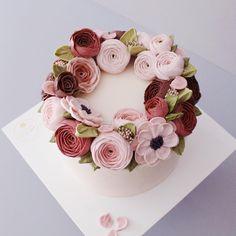 언제봐도 매력있는 크림 플라워, 그리고 컬러  #flowercake#buttercream#wiltoncake#buttercreamcake#wilton#am1122cake#florist#weddingcake#specialcake#birthdaycake#butter#flower#cake#wedding#instacake#peony#버터크림#플라워케이크#꽃케이크#수제케이크#플라워케익#환갑케이크#생신케이크#주문케이크#천호동#서울플라워케이크#플라워케이크클래스#기념일케이크#생일케이크  www.am1122cake.com pandasm1122@naver.com✔️